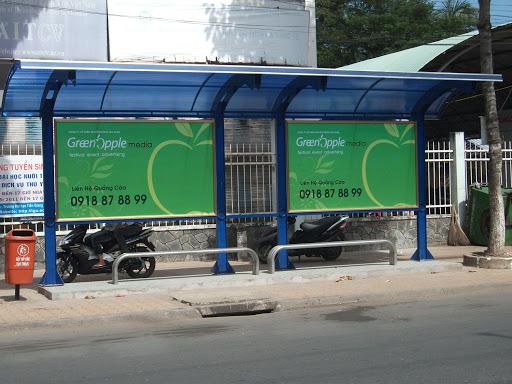 Quảng cáo trên nhà chờ xe bus