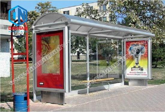 Quảng cáo ở hai bên hông nhà chờ xe bus