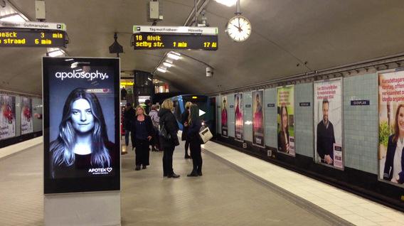 Quảng cáo nhà ga tàu điện ngầm