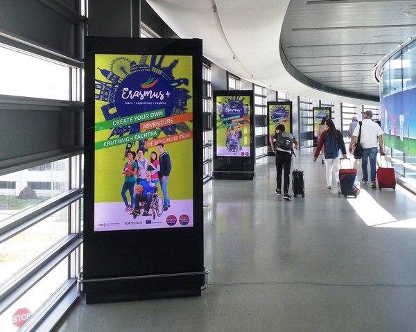 quảng cáo hộp đèn sân bay