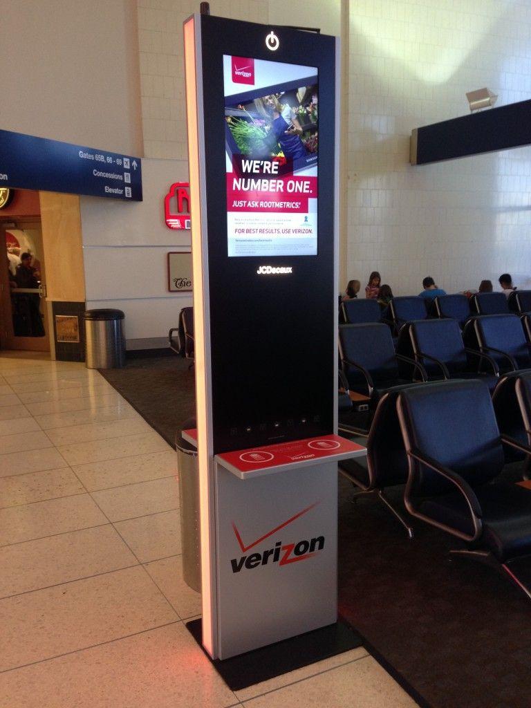 quảng cáo pin sạc điện thoại tại sân bay