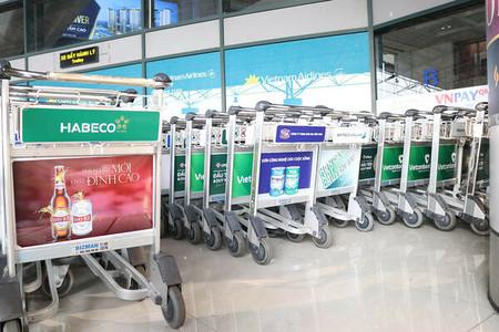 quảng cáo xe đẩy sân bay