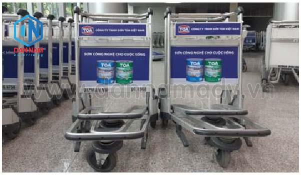 Quảng cáo trên xe đẩy hành lý sân bay