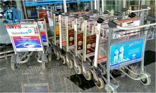 quảng cáo xe đẩy hành lý sân bay TSN
