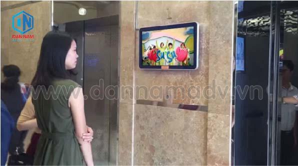 Quảng cáo LCD thang máy trong một tòa nhà