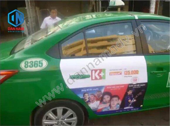 Truyền hình cáp K+ quảng cáo trên cánh cửa sau taxi tại Đồng Tháp