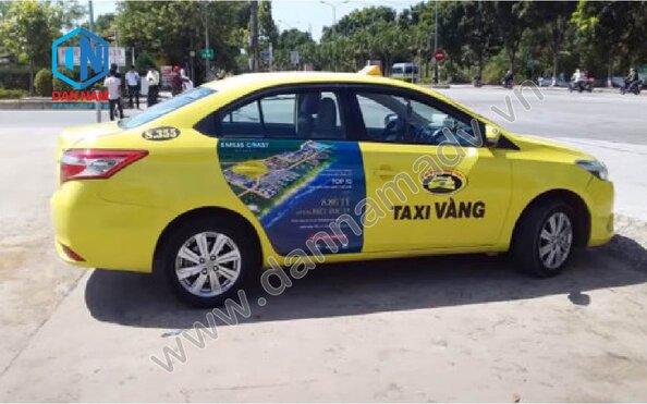 Quảng cáo trên taxi Huế
