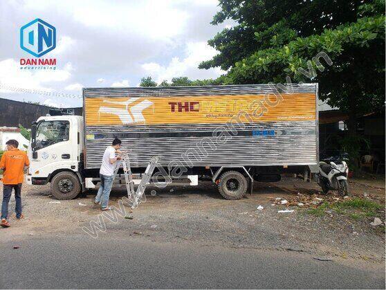 Dán quảng cáo xe tải - xe tải thùng gợn sóng