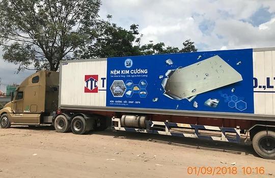 Quảng cáo trên xe container